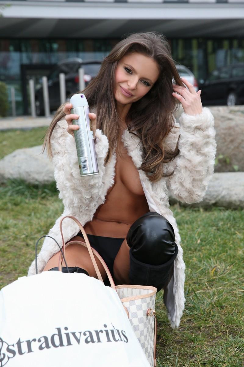 dana-harem-nude-public-watch4beauty-10