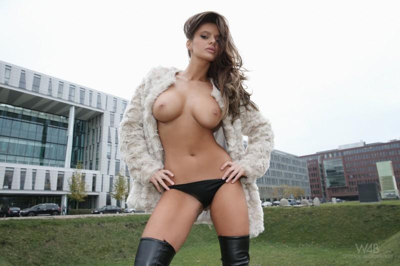 dana-harem-nude-public-watch4beauty-12