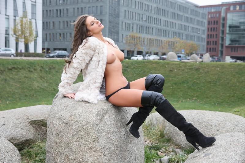 dana-harem-nude-public-watch4beauty-16
