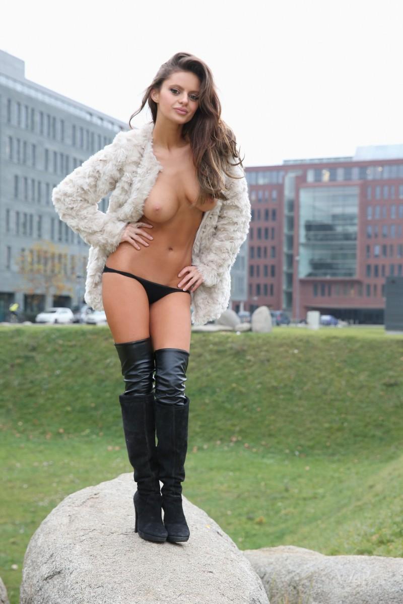 dana-harem-nude-public-watch4beauty-18