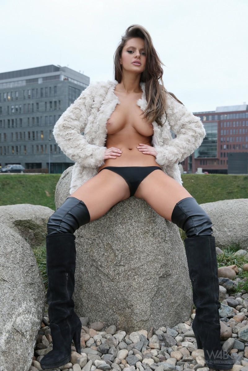dana-harem-nude-public-watch4beauty-20