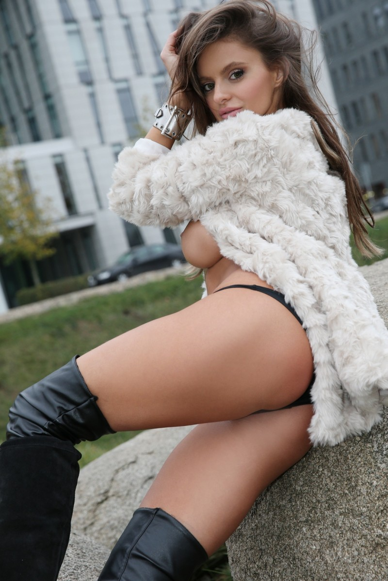 dana-harem-nude-public-watch4beauty-22
