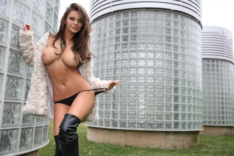 dana-harem-nude-public-watch4beauty-24