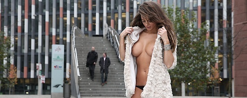Dana Harem – Flash in public