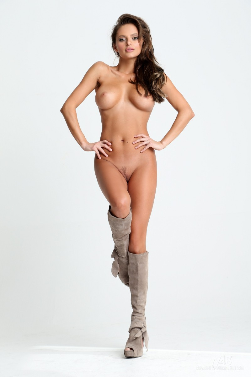 dana-harem-casting-lingerie-watch4beauty-11