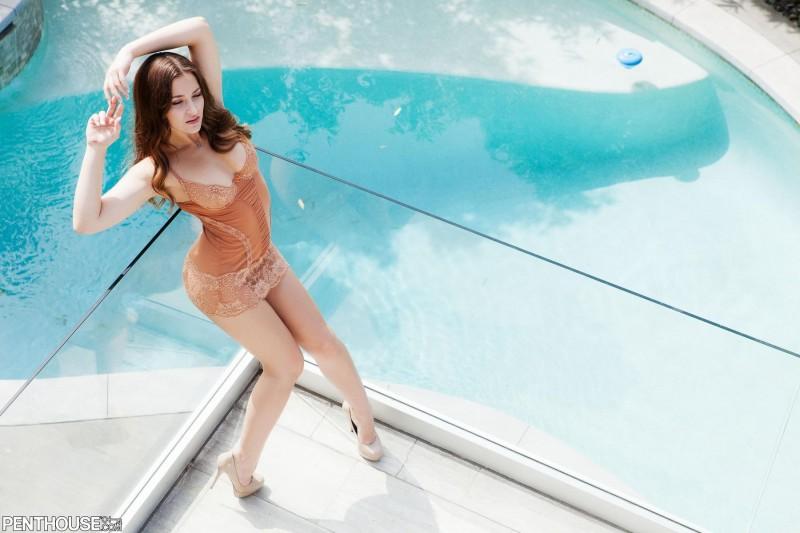 dani-daniels-balcony-naked-penthouse-02
