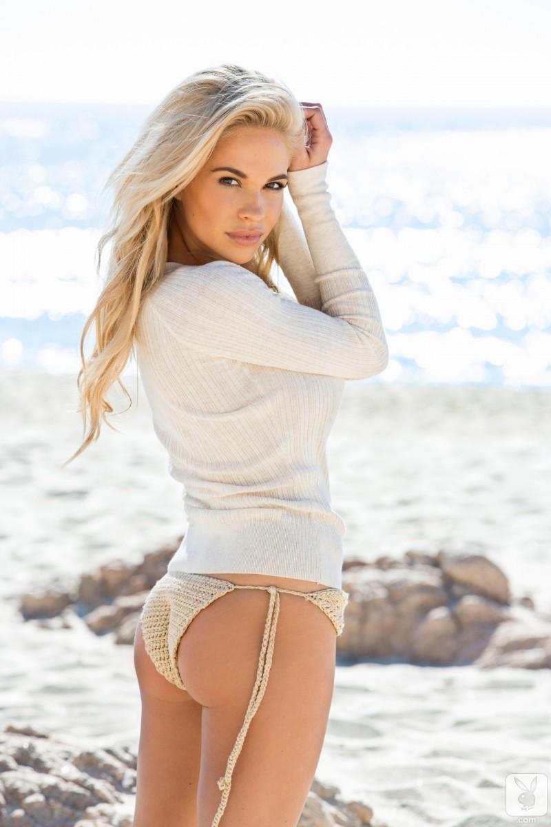 dani-mathers-naked-beach-seaside-playboy-04
