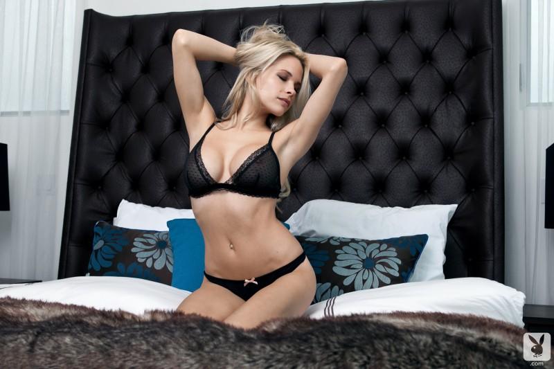 dani-mathers-bedroom-playboy-07