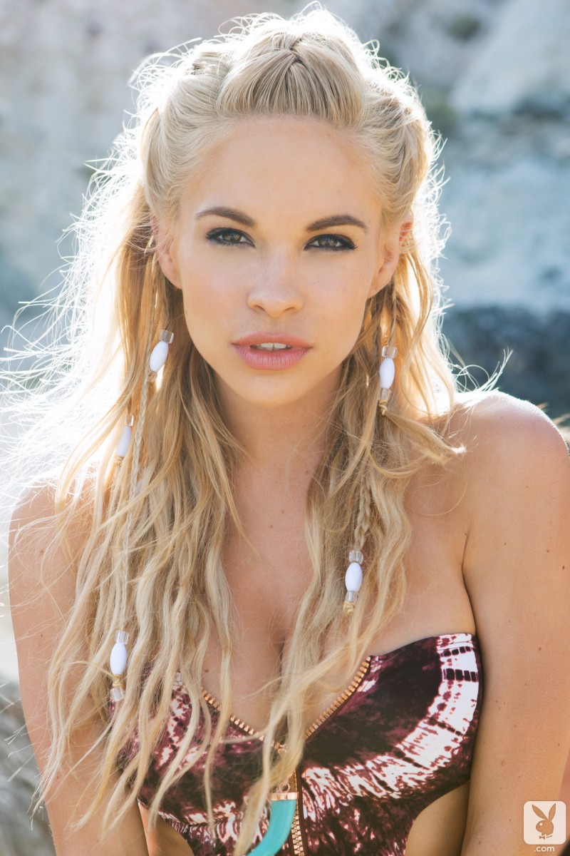 dani-mathers-beach-nude-playboy-05
