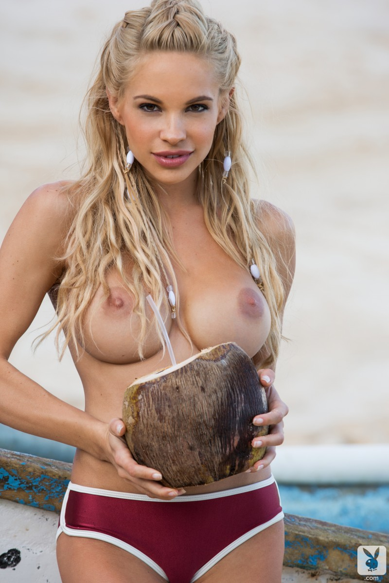 dani-mathers-beach-nude-playboy-09