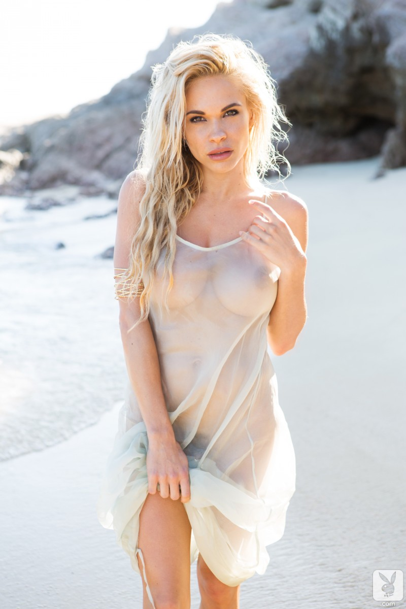 dani-mathers-beach-nude-playboy-10