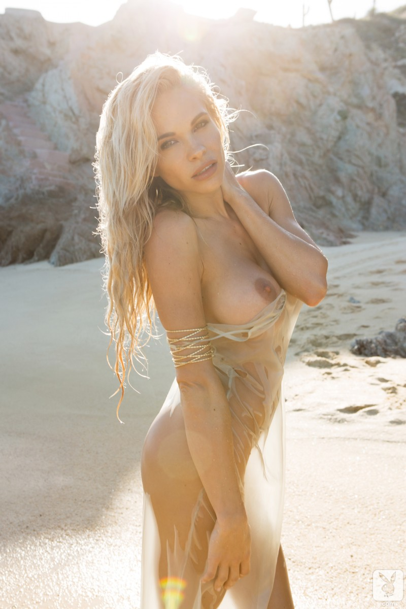 dani-mathers-beach-nude-playboy-14
