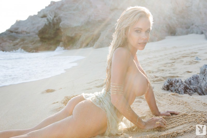 dani-mathers-beach-nude-playboy-16