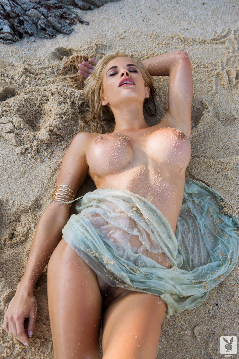 dani-mathers-beach-nude-playboy-17
