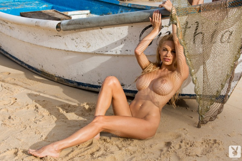 dani-mathers-beach-nude-playboy-20