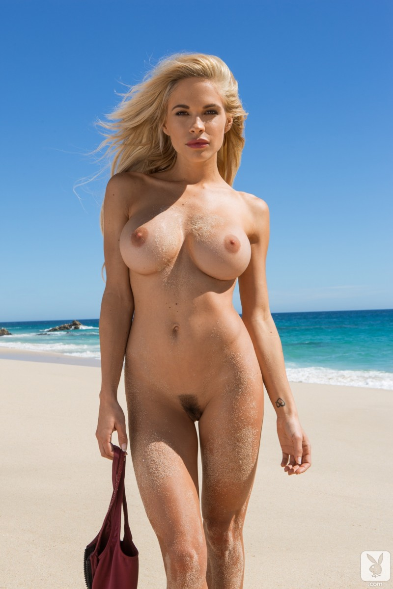 dani-mathers-nude-day-in-cabo-16