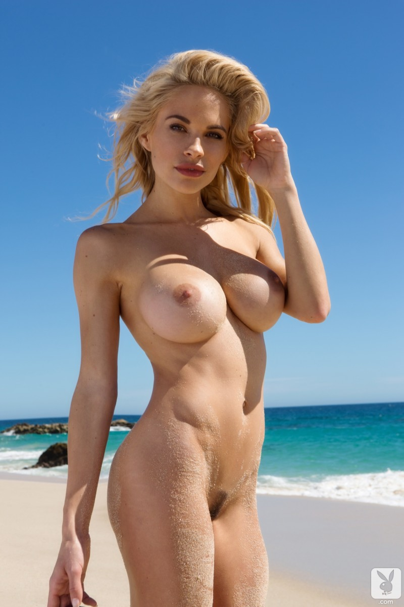 dani-mathers-nude-day-in-cabo-19