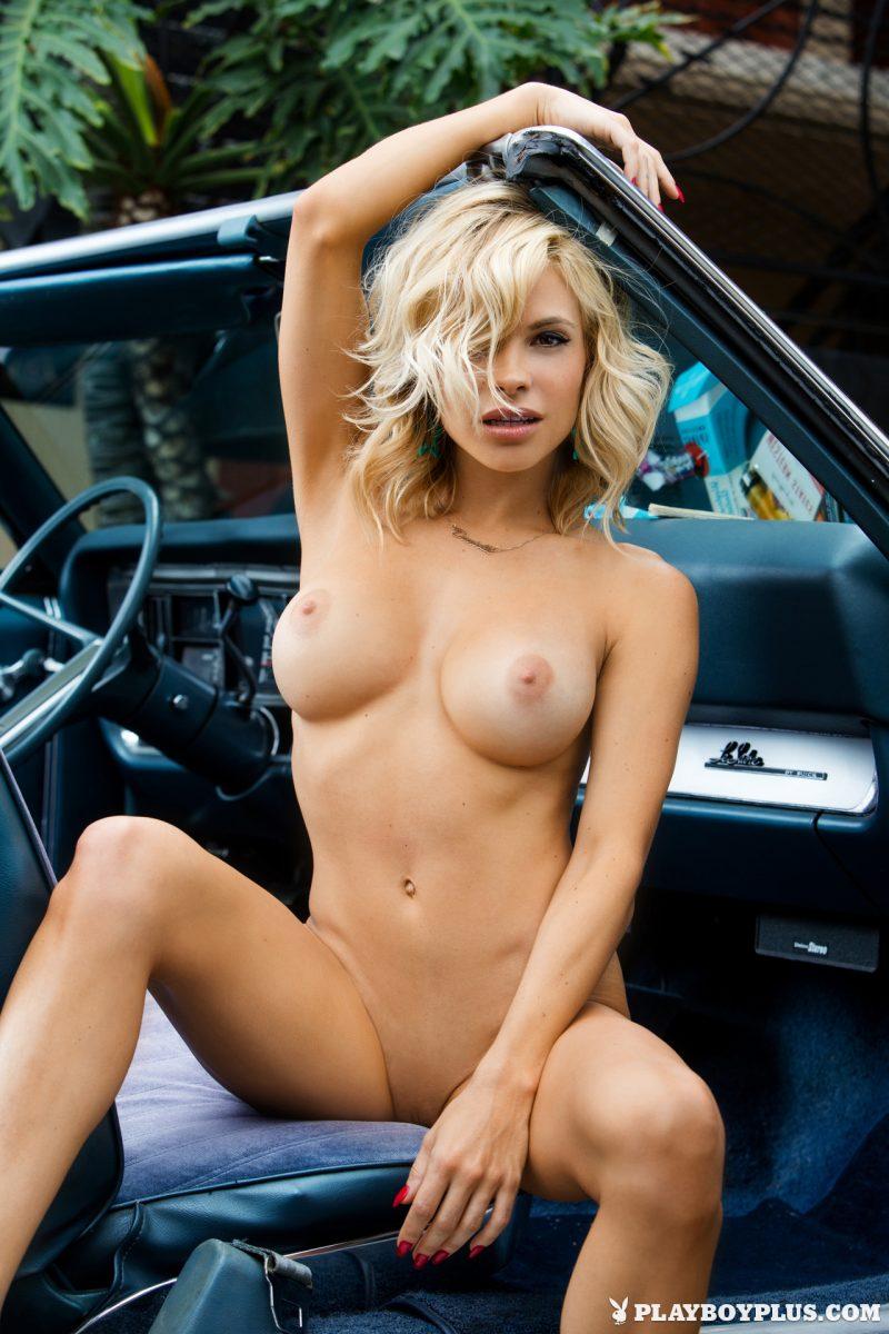 dani-mathers-playmate-nude-extras-playboy-15