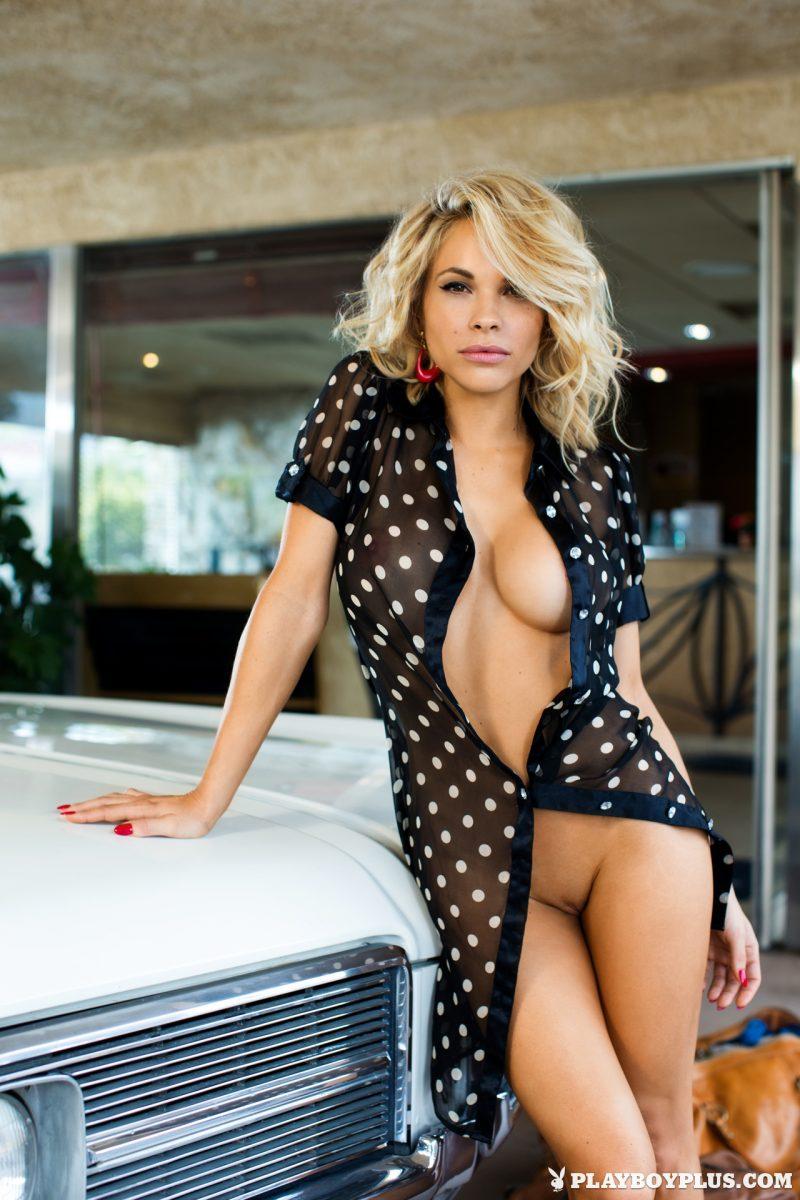 dani-mathers-playmate-nude-extras-playboy-17
