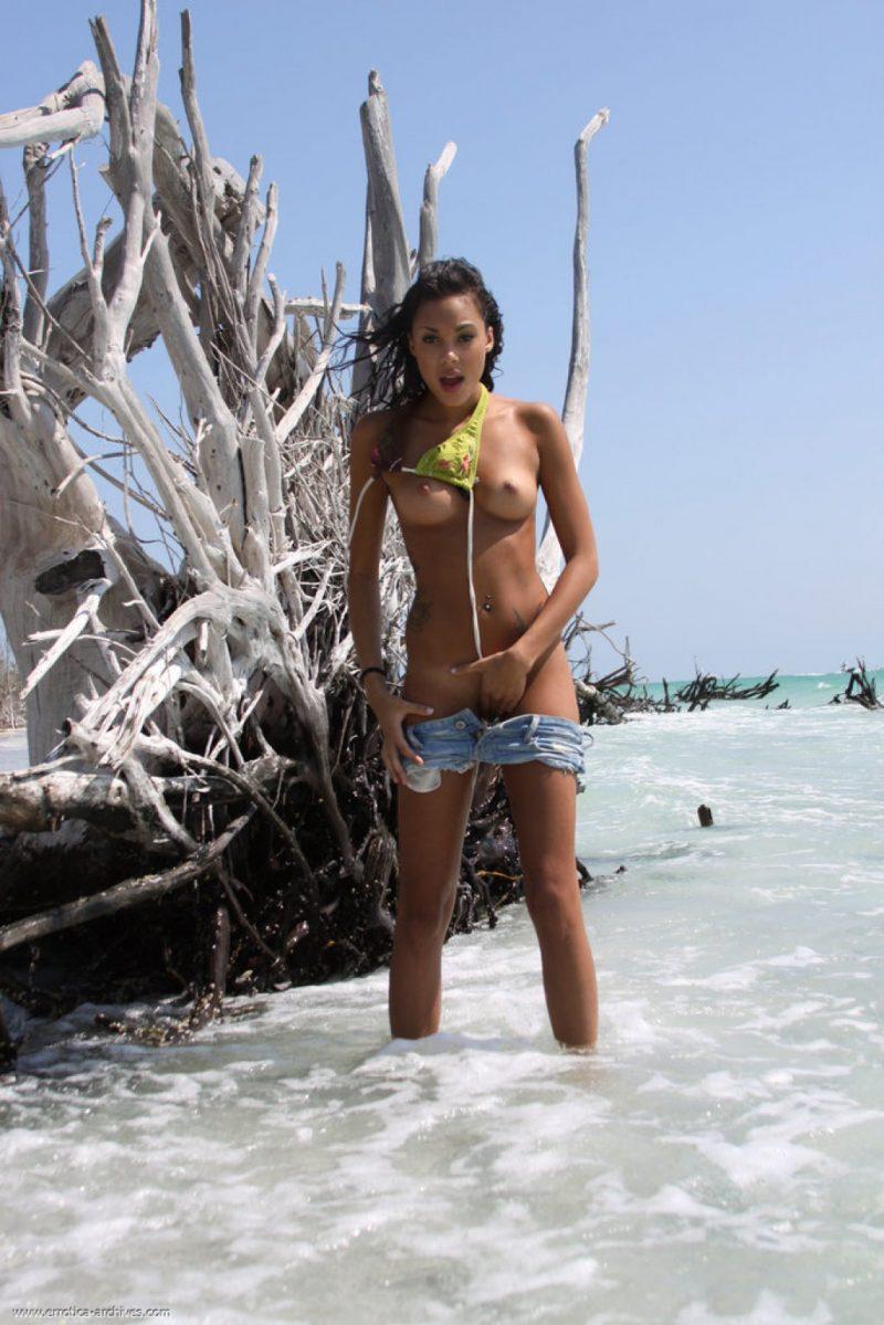 danica-seaside-beach-nude-errotica-archives-04
