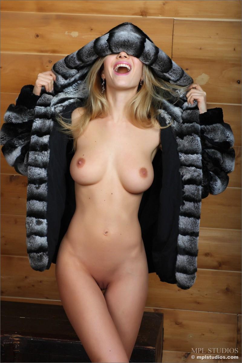 danica-fur-nude-blond-mplstudios-02