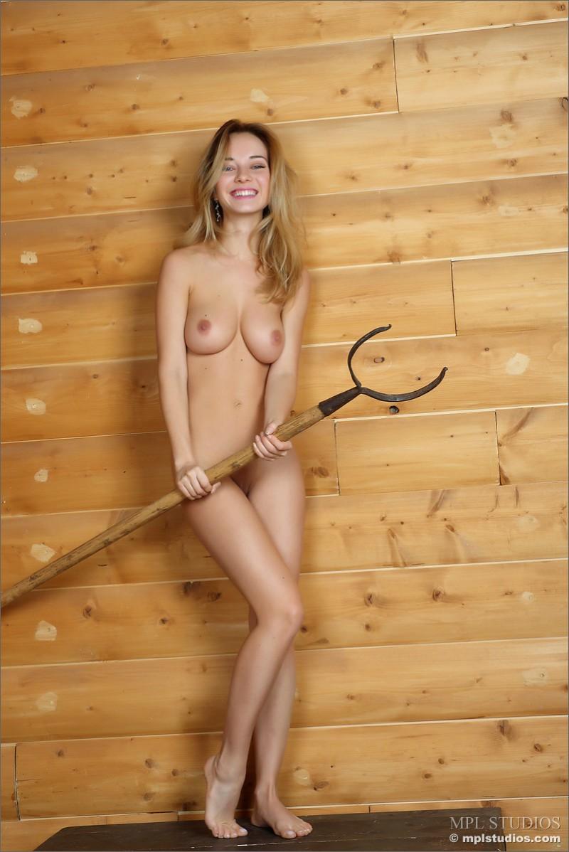danica-fur-nude-blond-mplstudios-09