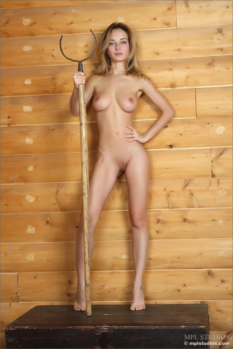 danica-fur-nude-blond-mplstudios-11