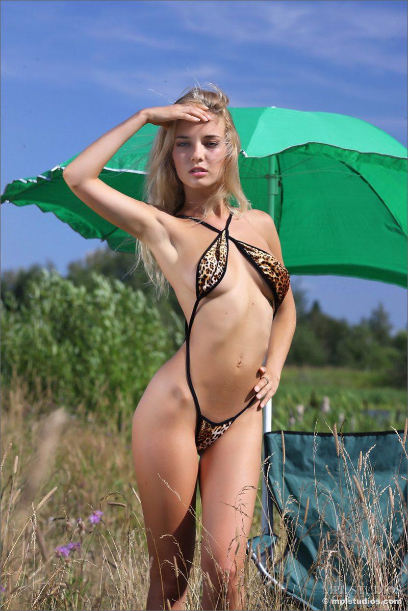 danica-nude-green-umbrella-mplstudios-03