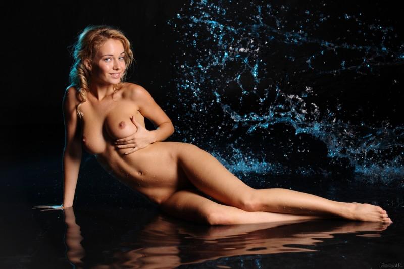 delilah-g-nude-wet-stunning18-12