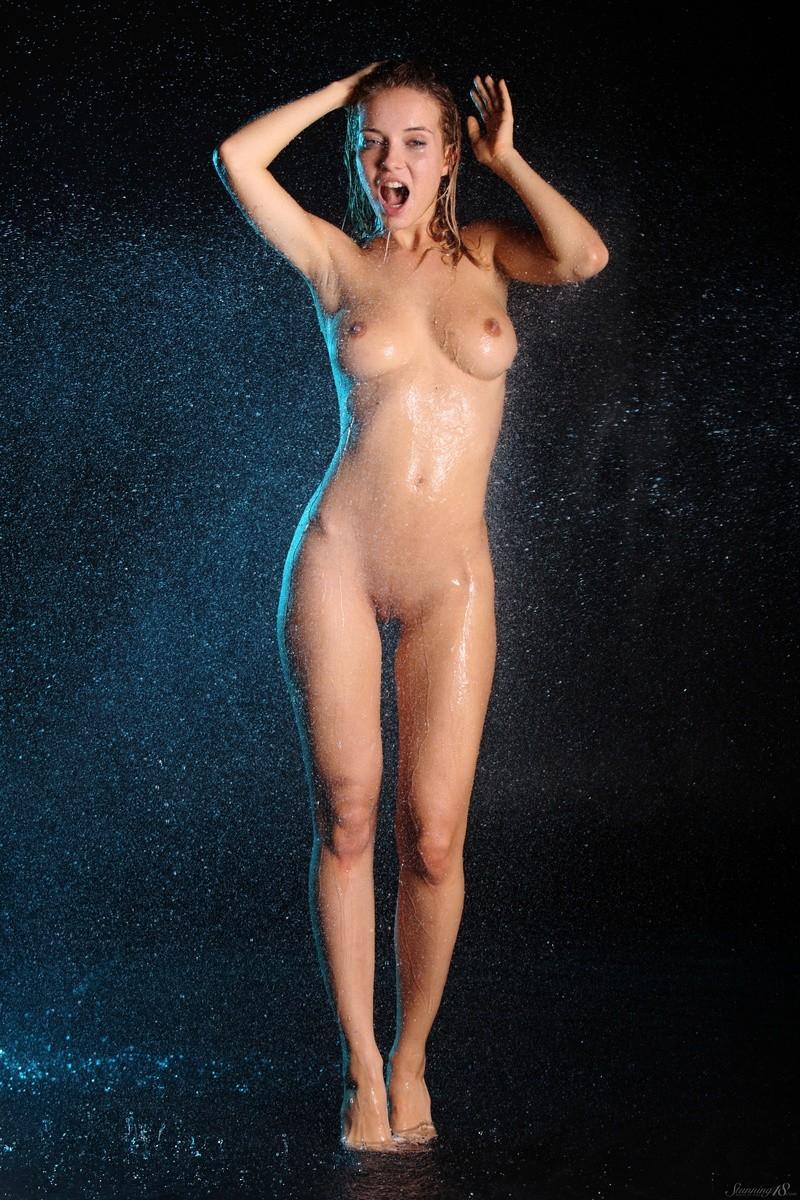 delilah-g-nude-wet-stunning18-22