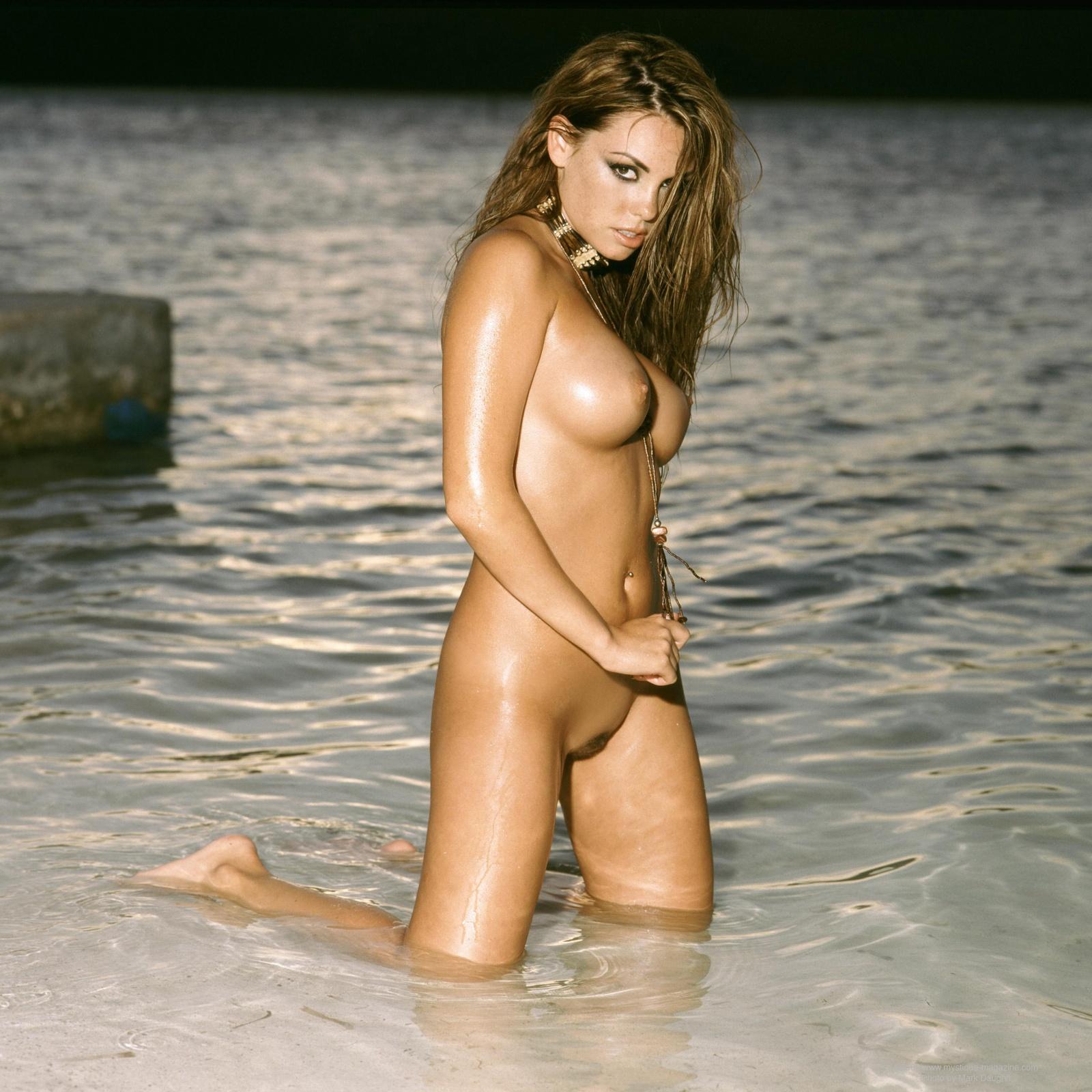 Danielle Burgio  nackt