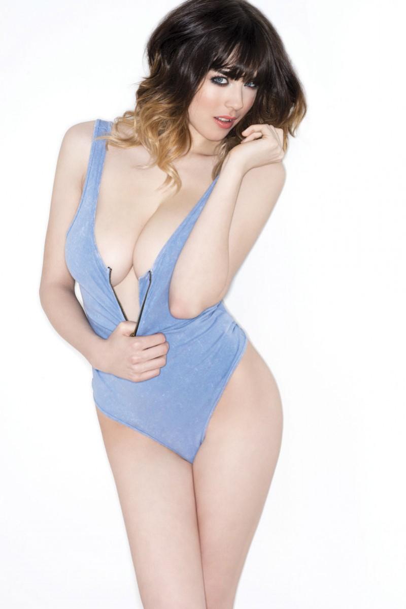 danielle-sharp-boobs-topless-nuts-magazine-04