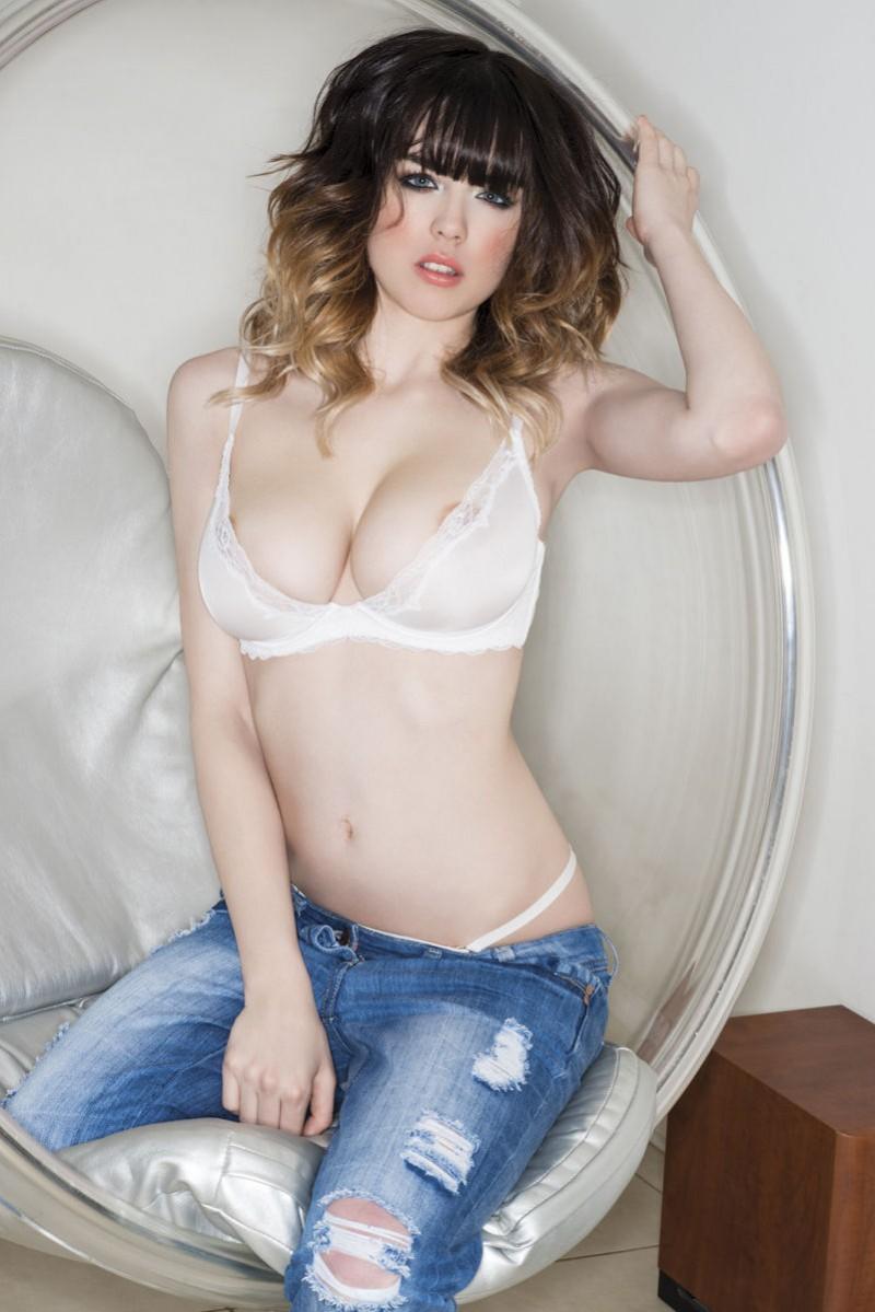 danielle-sharp-boobs-topless-nuts-magazine-08