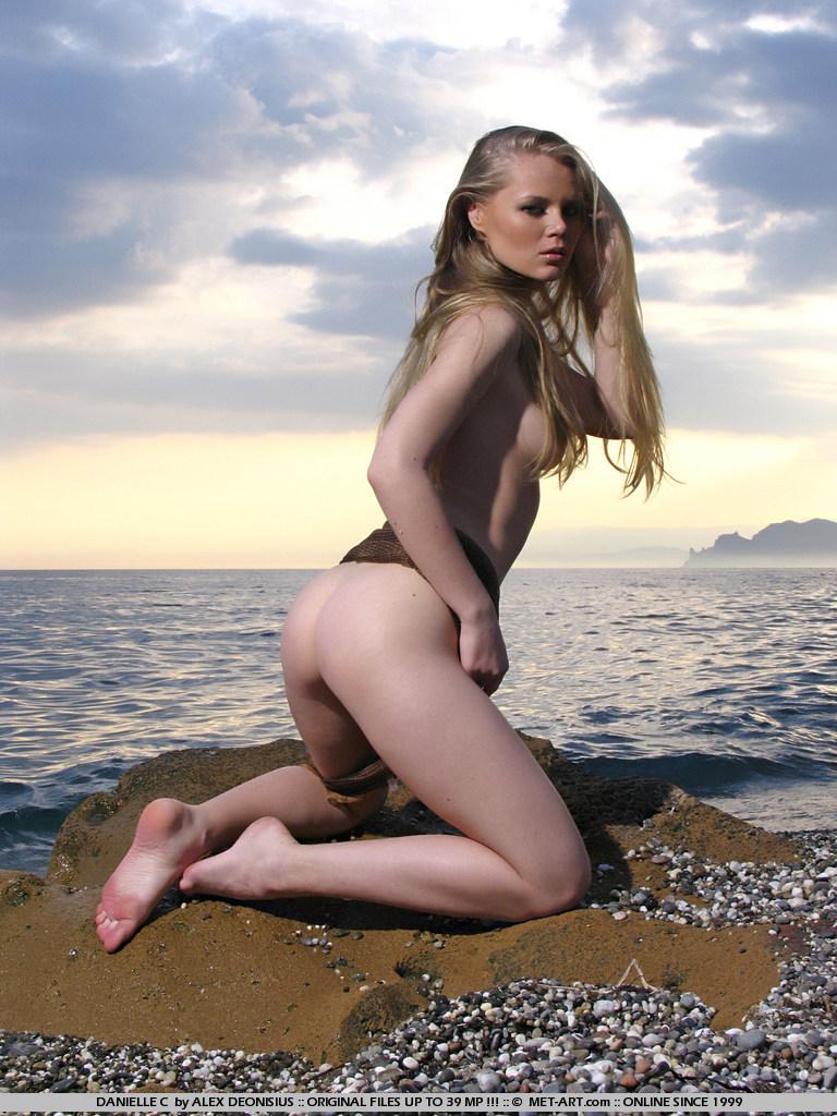 danielle-c-seaside-met-art-05