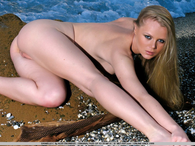 danielle-c-seaside-met-art-06