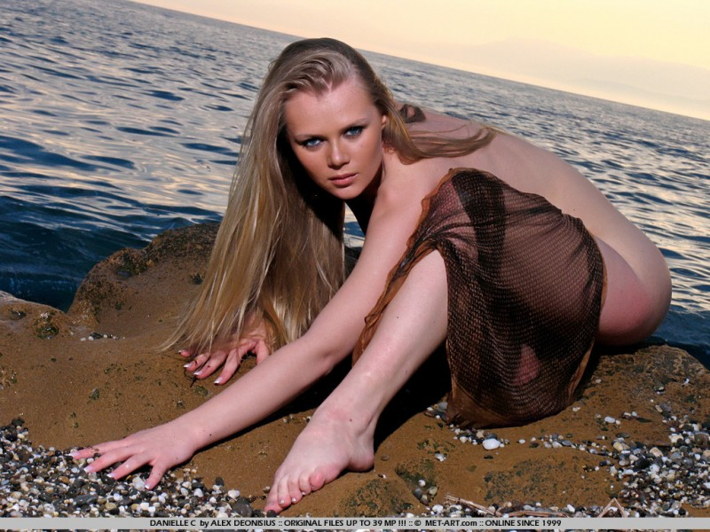 danielle-c-seaside-met-art-10