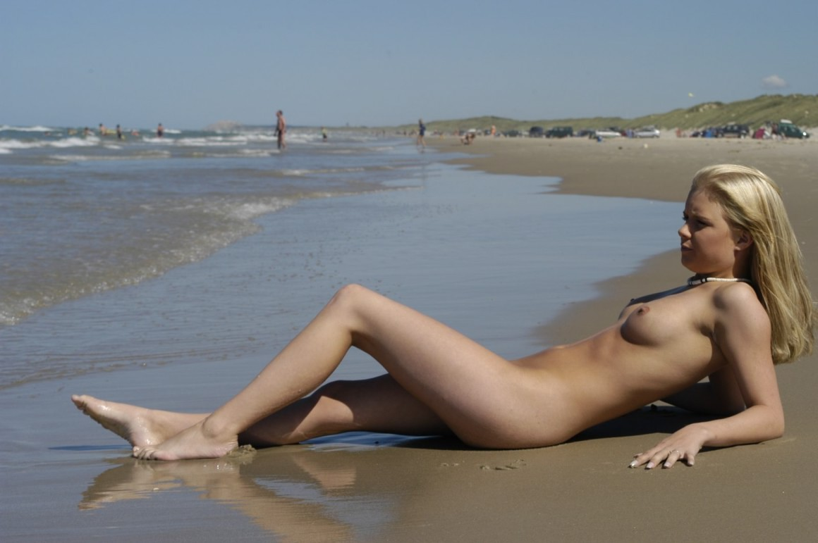 young nude girls holiday
