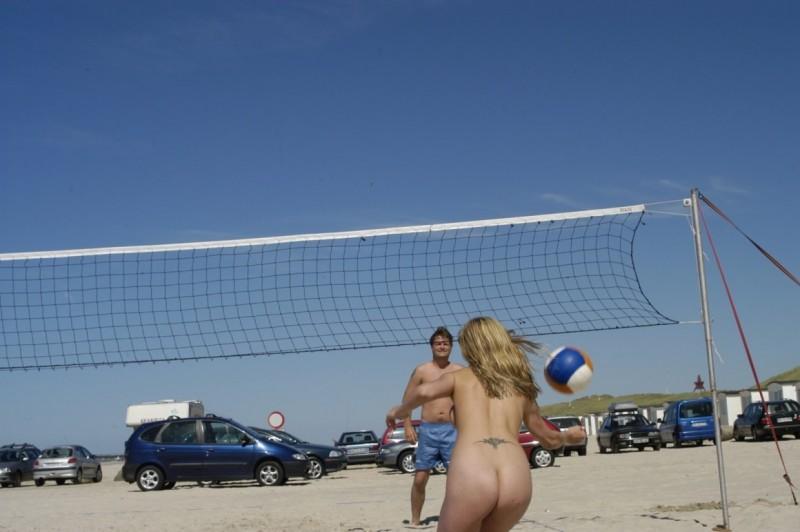 danish-amateur-teen-girl-holiday-nude-beach-36