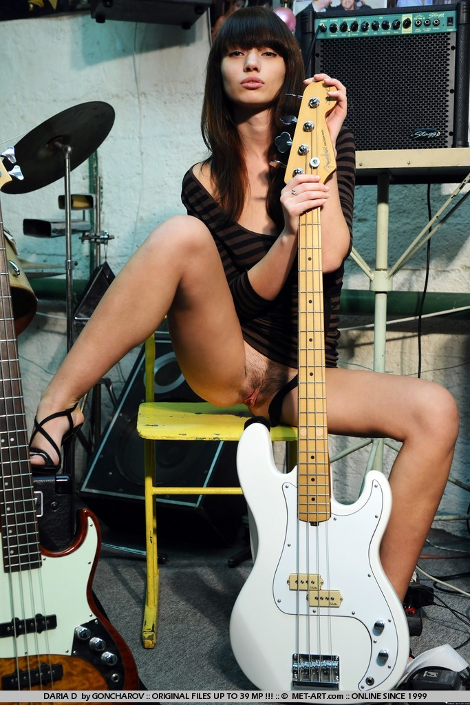 daria busty guitar player redbust
