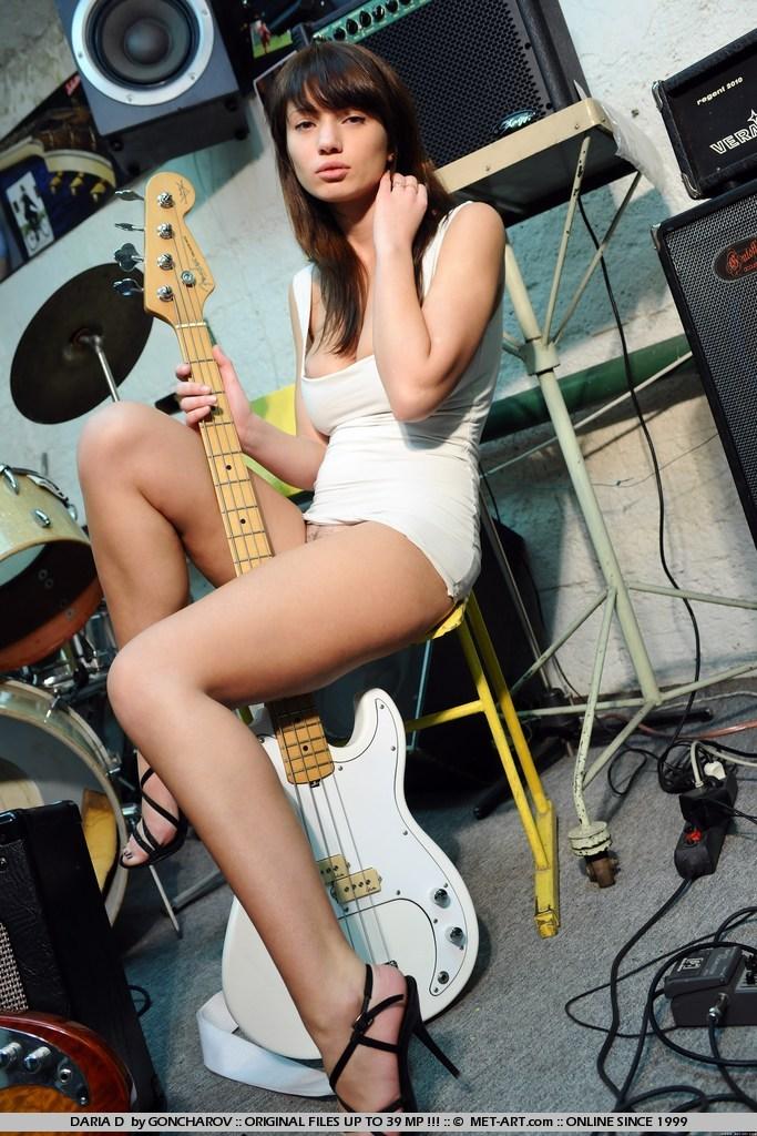 daria-d-guitar-nude-met-art-05
