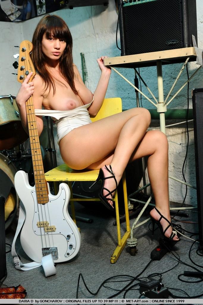 daria-d-guitar-nude-met-art-11