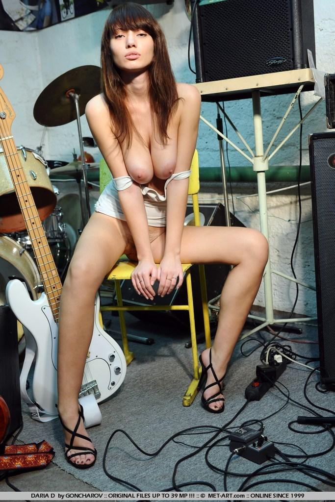 daria-d-guitar-nude-met-art-12