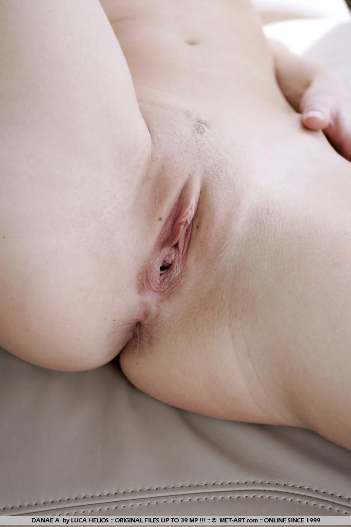 danae-a-blonde-car-back-seat-naked-metart-17