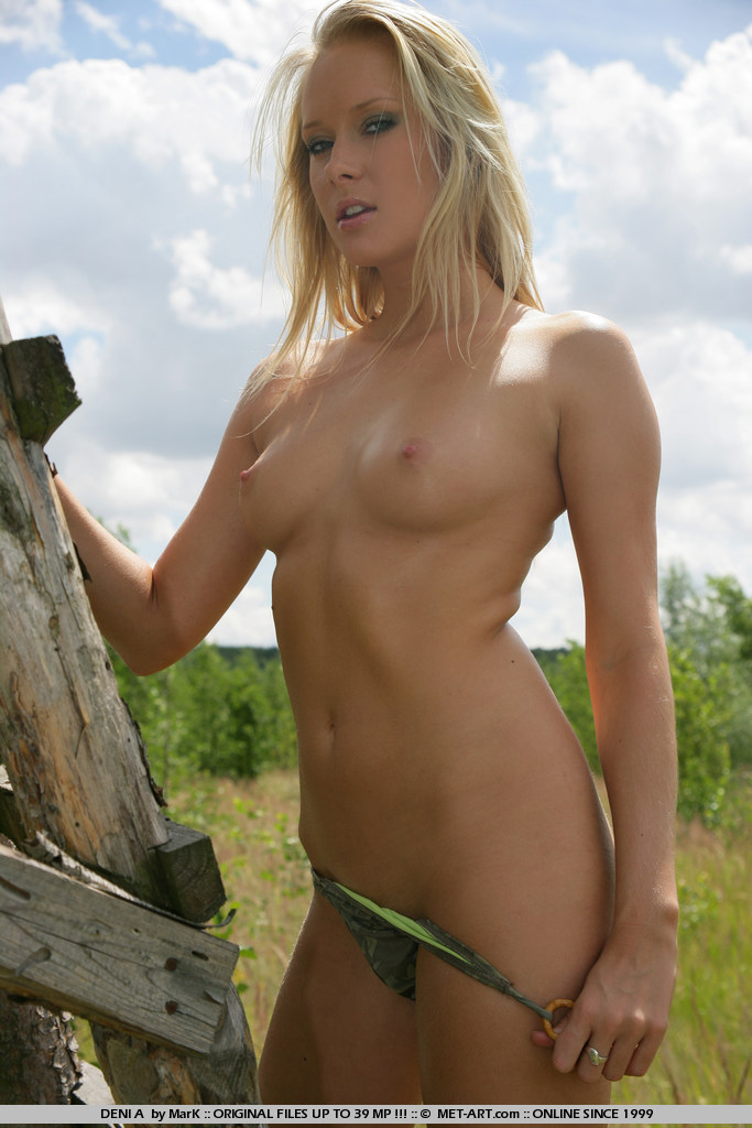 deni-a-tree-stand-naked-metart-02