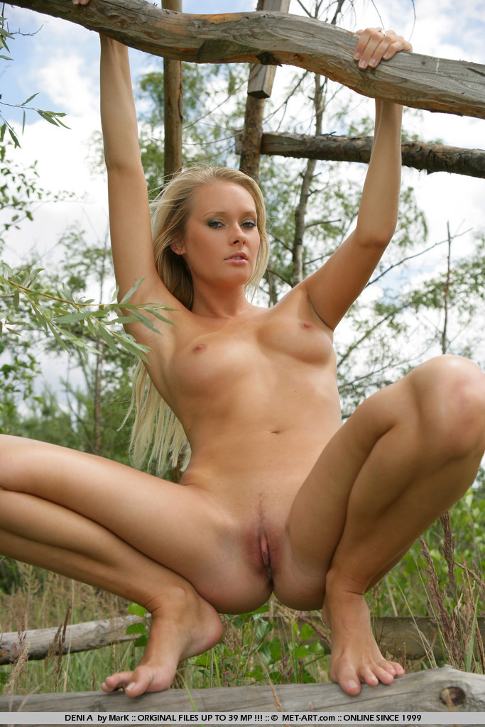 deni-a-tree-stand-naked-metart-19