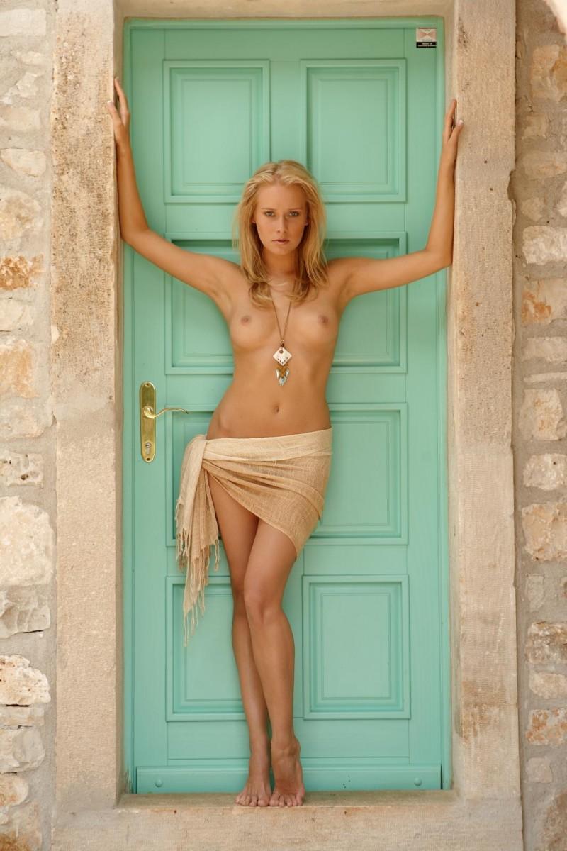 denisa-markova-door-evas-garden-01