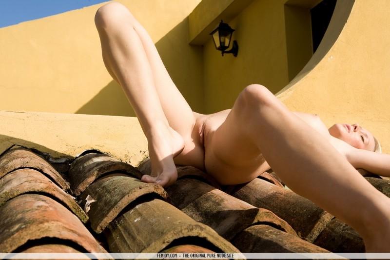 deni-naked-on-roof-femjoy-05