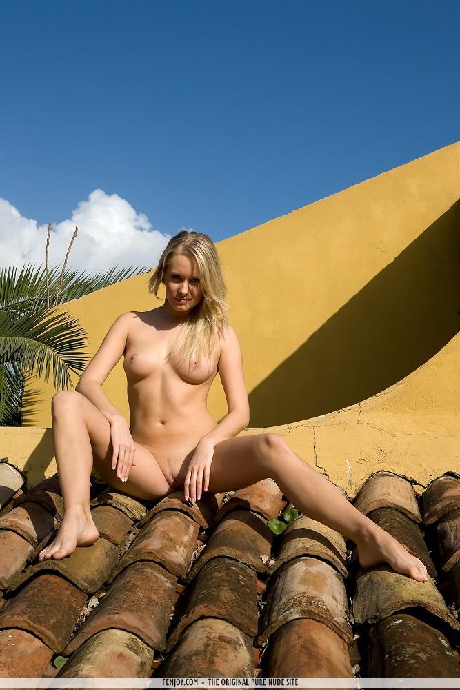 deni-naked-on-roof-femjoy-07