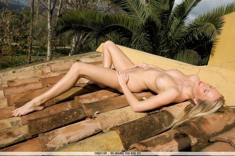 deni-naked-on-roof-femjoy-11