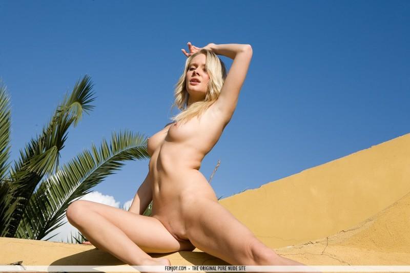 deni-naked-on-roof-femjoy-14
